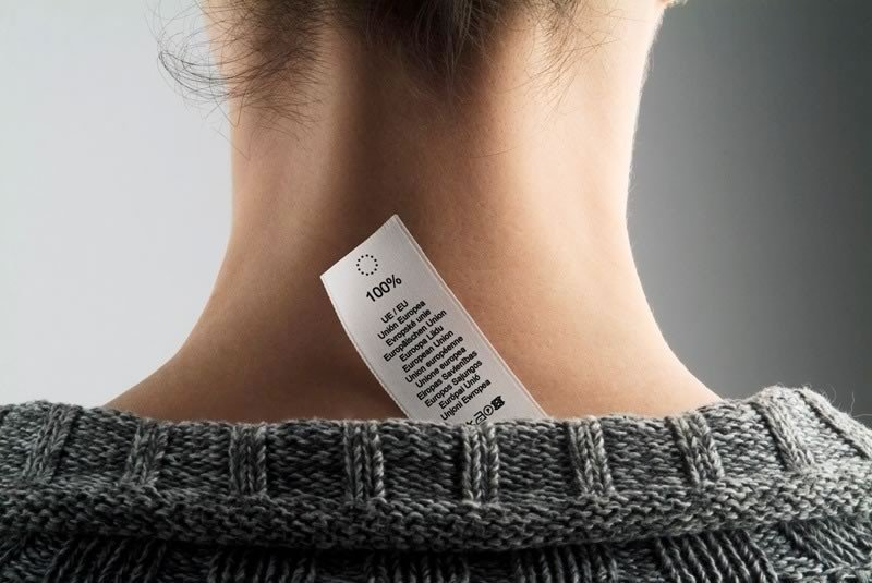 Etichete personalizate tesute, textile, autoadezive si de carton